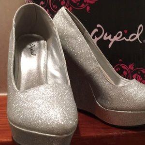 NWOT Qupid Silver Glitter Wedges